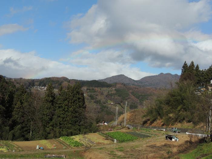 24日の昼間に虹がかかりました。