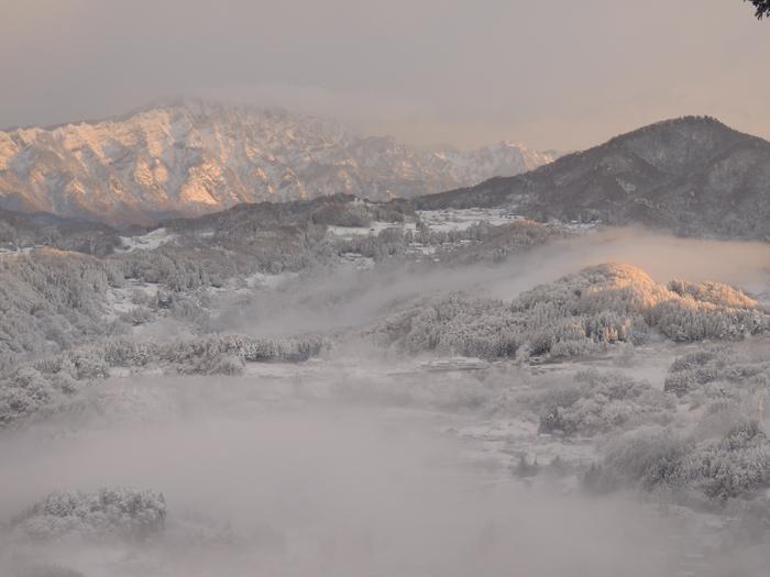 戸隠西岳も雪化粧。