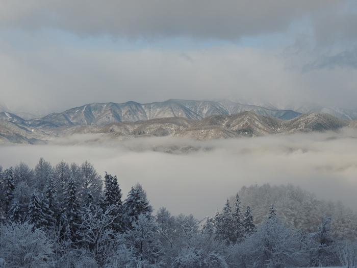 アルプス方面にも靄が出てきました。