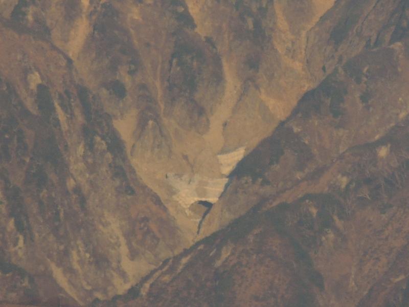 唐松岳の雪渓の空洞