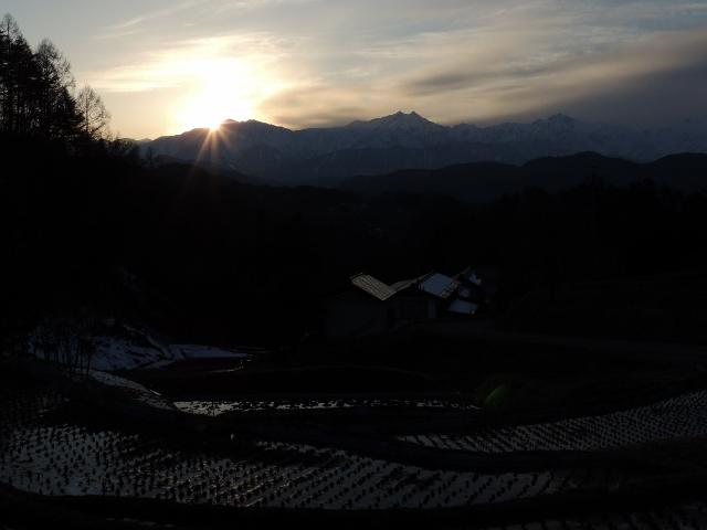 爺ヶ岳に日が落ちて