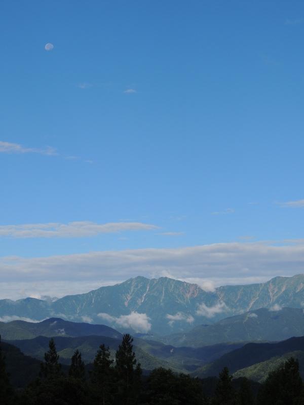 爺ヶ岳と月