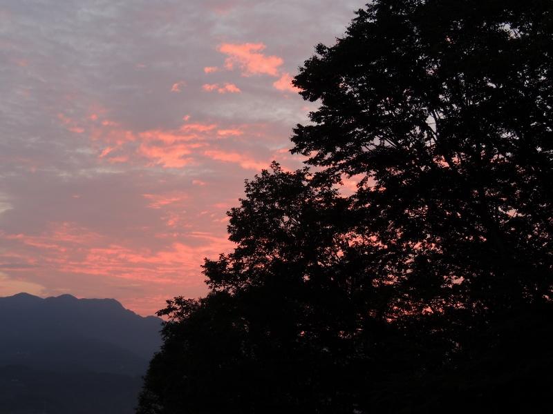 東の朝やけ